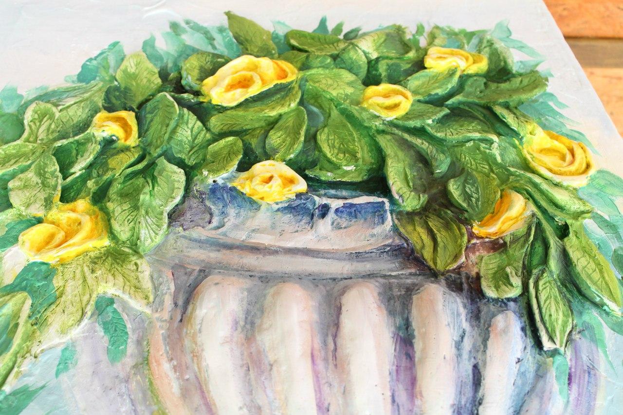 Фрегмент барельефа - вазон с цветами