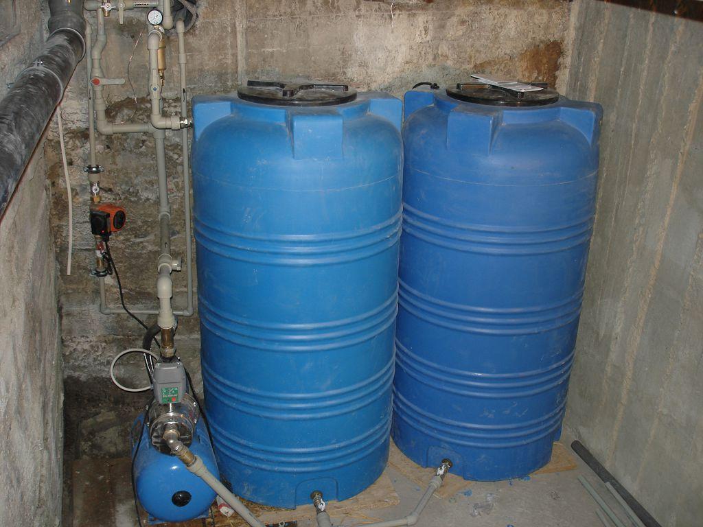 Система резервного водоснабжения с двумя накопительными ёмкостями