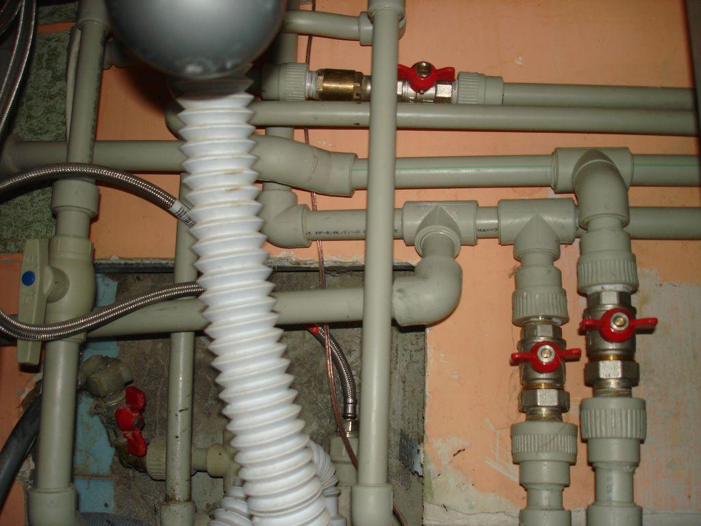 Врезка в систему отопления и горячей воды под мойкой от двухконтурного котла