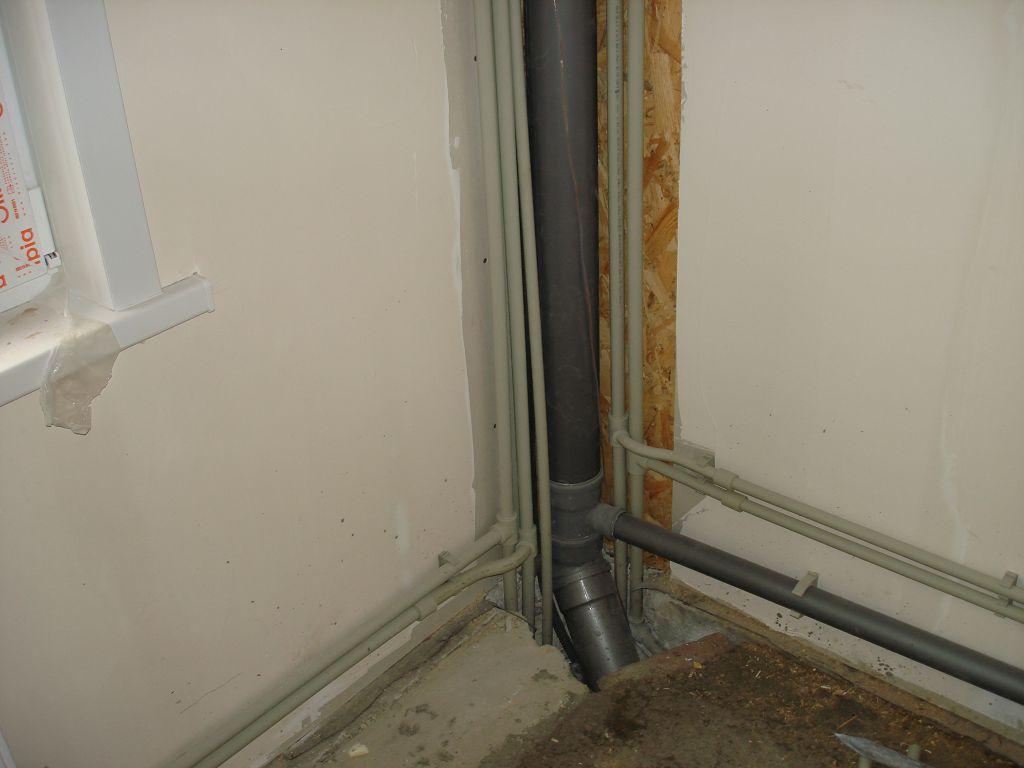 Монтаж стояков отопления и водопровода