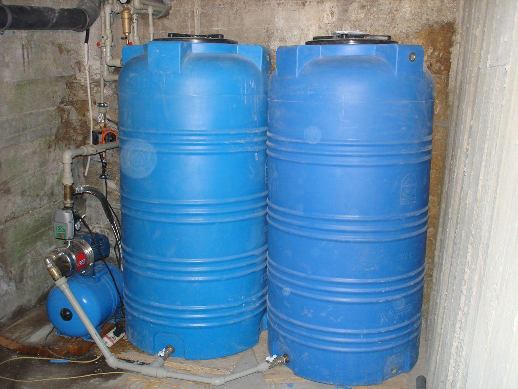 Система резервного водоснабжения из двух емкостей