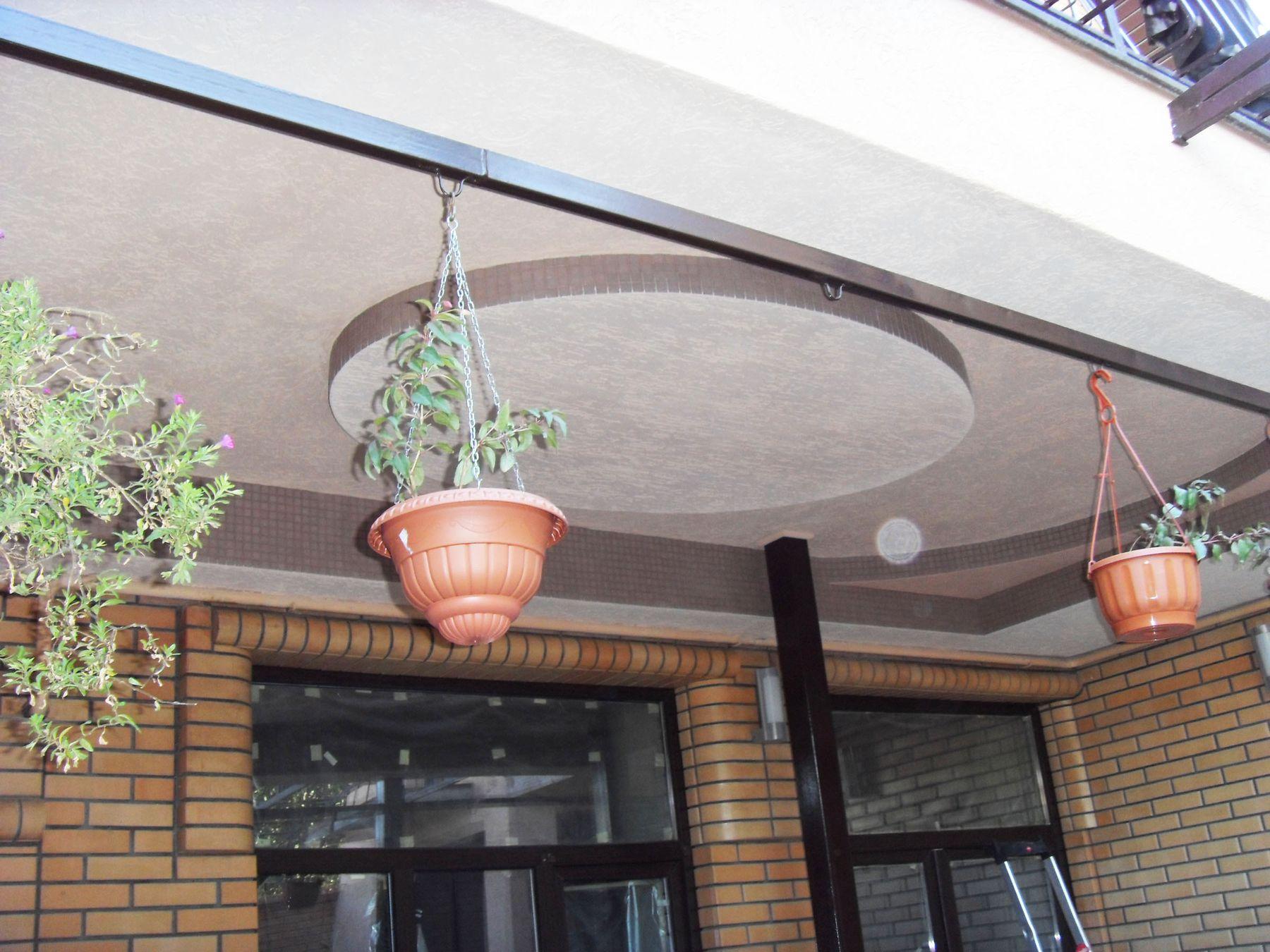 Услуги по строительству и ремонту - Многоуровневый потолок.