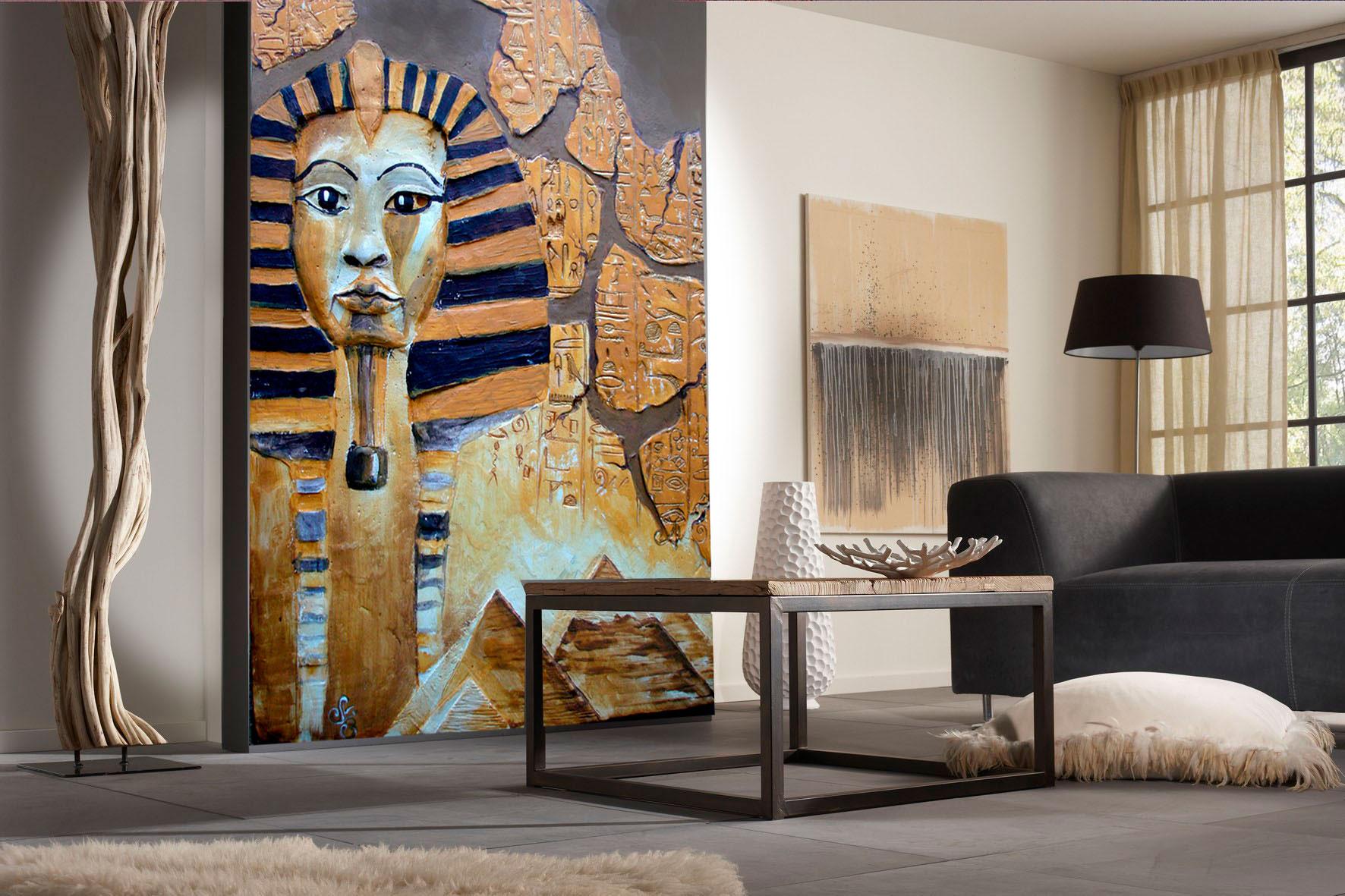 Художественный рельеф на стене - Фараон.